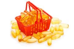 鱼肝油在手提篮的Ω 3 库存图片