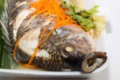 鱼装饰与菜 图库摄影