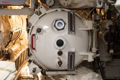 鱼雷发射管控制在潜水艇的 免版税库存照片