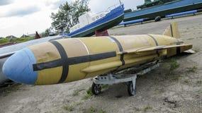 鱼雷 军用设备和弹药的纪念碑 鱼雷 免版税库存照片