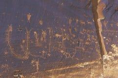 鱼鳞,报纸岩石,南部的UT刻在岩石上的文字  库存图片