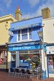 鱼&芯片商店和餐馆在布赖顿,英国 免版税库存图片