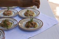 鱼Ceviche由厨师的食物预习功课 图库摄影