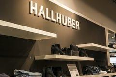 鲁尔蒙德荷兰07 05 2017年Hallhuber商店的商标在Mc亚瑟幽谷设计师出口商店地区 库存照片