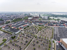 鲁尔蒙德,荷兰07 05 2017天线射击了在Mc亚瑟幽谷设计师出口商店地区的天际的天空视图 免版税库存图片