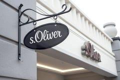 鲁尔蒙德,荷兰07 05 2017年S商标  奥利佛史东商店在Mc亚瑟幽谷设计师出口商店地区 库存照片