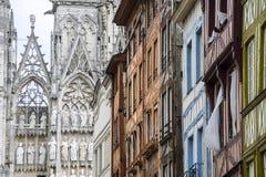 鲁昂-大教堂和房子 库存图片