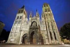 鲁昂-大教堂在晚上 免版税库存图片