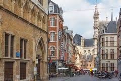 鲁汶,比利时- 2014年9月05日:Naamsestraat st的看法在鲁汶的中心 免版税图库摄影