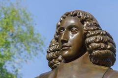 巴鲁赫・斯宾诺莎雕象头在阿姆斯特丹 库存照片