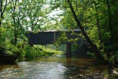鲍伯白色被遮盖的桥 库存照片