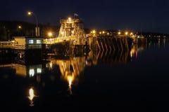 鲍威尔河轮渡码头夜 免版税图库摄影