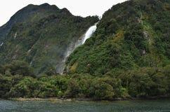 鲍恩跌倒瀑布在Milford Sound 免版税库存图片