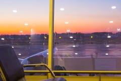 鲍里斯皮尔,乌克兰2018年4月28日:离开霍尔在国际机场鲍里斯皮尔 到来离开时间表 库存照片