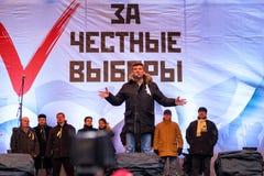 鲍里斯・涅姆佐夫讲话在反普京集会在莫斯科 库存图片