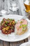 鲑鱼排用红色米 免版税库存照片