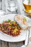 鲑鱼排用红色米 免版税图库摄影