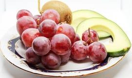 鲕梨、葡萄和猕猴桃静物画  图库摄影