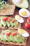 鲕梨和煮沸的鸡蛋 免版税图库摄影