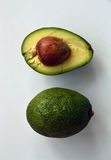 鲕梨 整体和一半与种子 库存照片