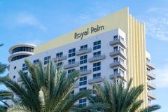 鲜亮的棕榈大厦在迈阿密海滩,佛罗里达 免版税库存照片