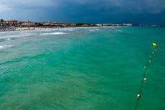 鲜绿色地中海水 免版税库存图片