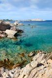 鲜绿色撒丁岛海运 库存照片