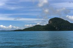 鲜绿色洞,安达曼海, Trang上面旅行风景在泰国 图库摄影