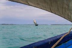 鲜绿色海, traditonal风船,戴安娜,北马达加斯加 库存图片