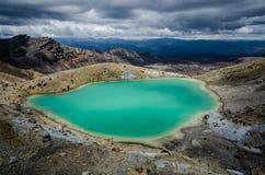 鲜绿色湖Tongariro国家公园,新西兰 库存照片