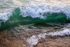 鲜绿色的入射波 库存图片