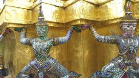 鲜绿色菩萨寺庙的监护人在曼谷,泰国 股票视频