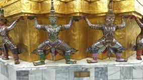 鲜绿色菩萨寺庙的监护人在曼谷,泰国 影视素材