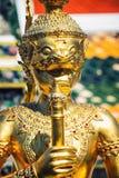 鲜绿色菩萨的寺庙的宗教雕塑在曼谷,泰国 免版税库存图片