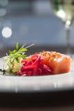 鲜美三文鱼的图象在盘的与白色藤 库存图片