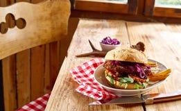 鲜美专长鹿肉牛肉汉堡用土豆 免版税库存图片