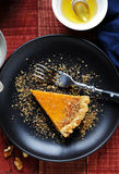 鲜美南瓜馅饼用蜂蜜 免版税库存图片