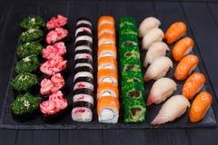 鲜美可口多彩多姿的开胃nigiri寿司和卷s 库存图片