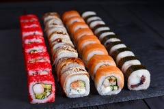 鲜美开胃多彩多姿的maki寿司卷设置了与宽  免版税库存图片