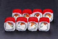 鲜美开胃寿司卷用桃红色三文鱼和乳脂干酪c 库存照片