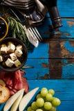 鲜美开胃意大利地中海希腊食品成分Wi 免版税库存图片