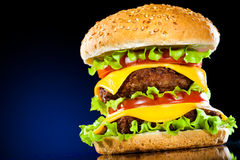 鲜美开胃蓝色黑暗的汉堡包 库存图片