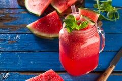 鲜美新鲜的开胃西瓜饮料圆滑的人用在bl的薄菏 免版税图库摄影