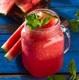 鲜美新鲜的开胃西瓜饮料圆滑的人用在bl的薄菏 免版税库存图片