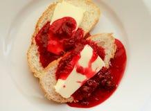 鲜美新鲜的白面包用果酱 库存照片