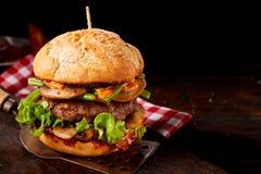 鲜美新鲜的蘑菇和牛肉汉堡 库存图片