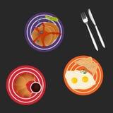 鲜美早餐用鸡蛋、薄煎饼和新月形面包,传染媒介例证 图库摄影