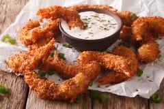 鲜美油煎的椰子虾特写镜头和开胃用沙司在pa 库存图片