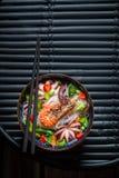 鲜美海鲜面条用大虾和章鱼 库存照片