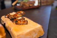 鲜美烤肉在盘子的烤猪肉肋骨 图库摄影